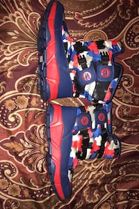Red white and blue camouflage heavy duty winter boots size 6  New York, 10029
