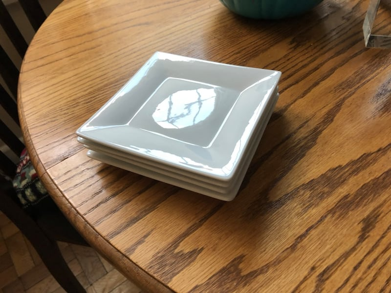 Crate & Barrel - 4 small square white plates 2046d0b3-3f8a-4bbe-adbc-1af07af5a80d