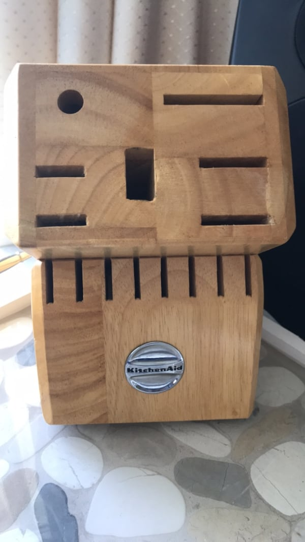 Knife wood block made by Kitchen Aid 0e357fea-85cc-4efc-bfb1-c8282324c849