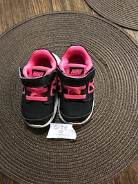 pair of black-and-pink Nike running shoes Oxnard, 93030