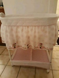 baby's white bassinet Miami, 33128