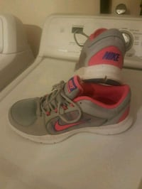NIKE RUNNING SHOES SIZE 8.5 Montréal, H1S 1N8