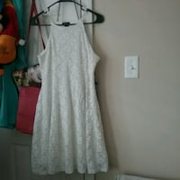 Nice offwhite color dress size medium  Metairie, 70001