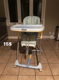 baby's white and gray Graco high chair Saint-Eustache, J7R 5G3