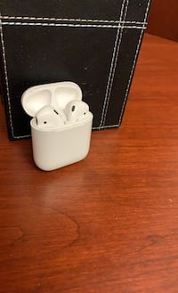 Apple AirPods (Like New)