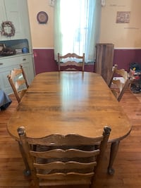 Table , 4 chairs and 2 leaves