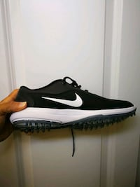 New Nike golf shoes size 9.5, New.