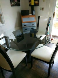 Negotiable! Modern tempered glass table and chairs Bethlehem, 18015