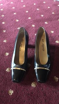 Pair of women's black st john leather heeled shoes Derry, 03038