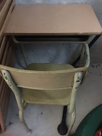 School desk with chair Coquitlam, V3K 5G1