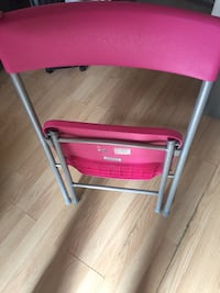 pink and gray folding chair 541 km
