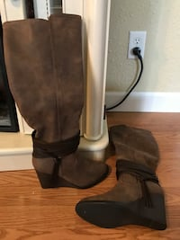 Brown boots new Grinnell, 50112