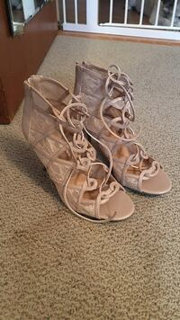 pair of nude-colored lace peep-toe ghillies heeled shoes 7 1/2