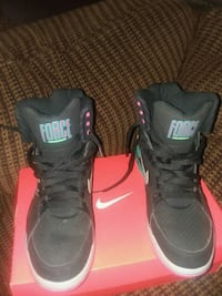 NIKE AIR FORCE size 9.5 67 km