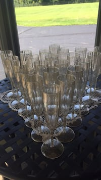 22 plastic champagne flutes, gold sparkle, used once,  Pataskala, 43062