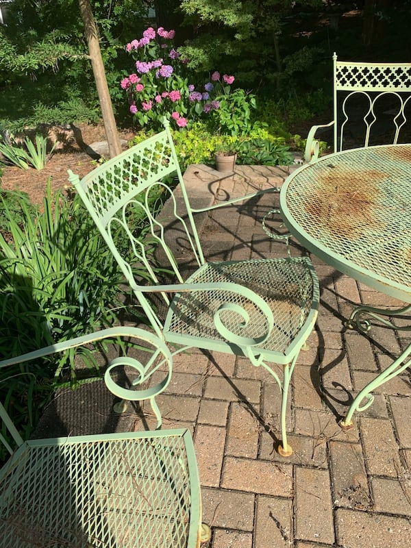 Vintage wrought iron patio outdoor table n 4 chairs 50+ yrs old. 3c86fa47-6605-4b8a-99fe-4ef4a8c79ea8