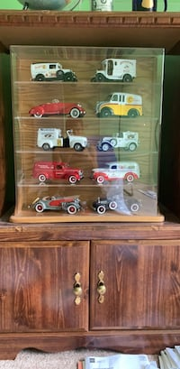 Danbury mint collector cars. Excellent condition. Comes in case to mount on wall or display on shelf.  Pikesville