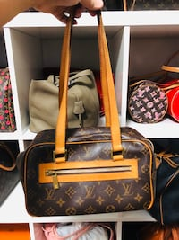 Lv shoulder bag Toronto, M8V 2R3