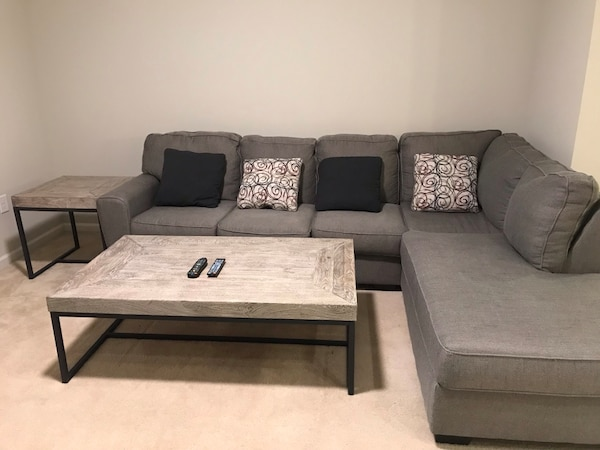 Gray Suede Sectional Sofa With Pillows Living Table End Table Usado