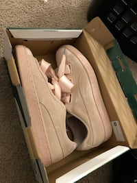 Pink pumas women size 10 Washington, 20019