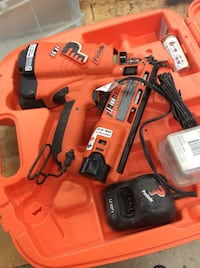Paslode nail gun with battery case manual used.tested. 842605-2 Baltimore, 21205