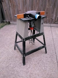 CRAFTMAN TABLE WITH  RIDGID ROUTER... WORKS GOOD