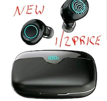 Bluetooth Wireless Earbuds with 2500mAh Charging Case NEW ½ RETAIL