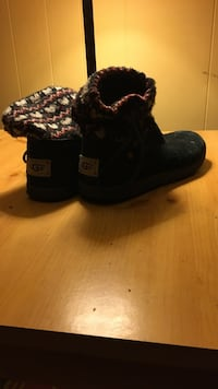 pair of black UGG winter boots Des Moines, 50316
