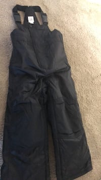 Toddlers size 4 snow pants from Gap... Surrey, V3W 0V2