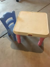 Table and chair  Bolingbrook, 60490