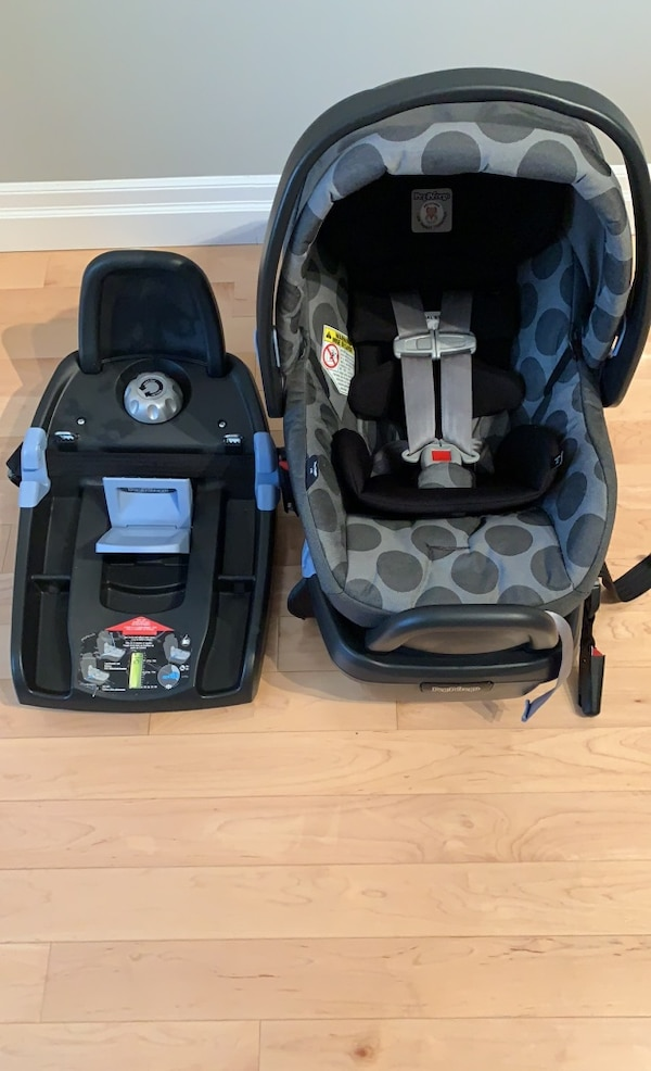 *One Peg Perego Primo Viaggio 4-35 car seat and ONE base 0