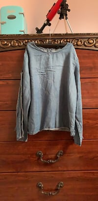 gray scoop neck long sleeve shirt