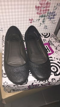 Pair of black leather flats Martinsburg, 25403