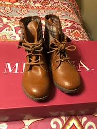 Size 6 pair of brown leather boots