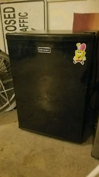 Black mini fridge  Jamestown, 27282