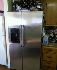 stainless steel side-by-side refrigerator with dis Pomona, 10970