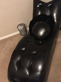 black leather padded recliner chair Whitby, L1P 0A4