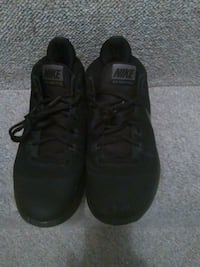 Mens Sz 9 Nikes Excellent Like New 539 km