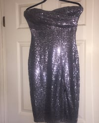 Charlotte Russe formal gown great condition below the knee stretchy size medium  San Diego, 92154