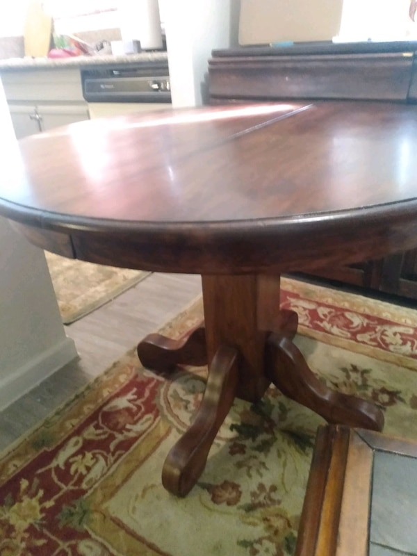 kitchen table with chairs  526167e5-7a51-4b9f-afda-2648ea677370