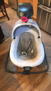 Graco Infant white and gray electric swing 601 mi