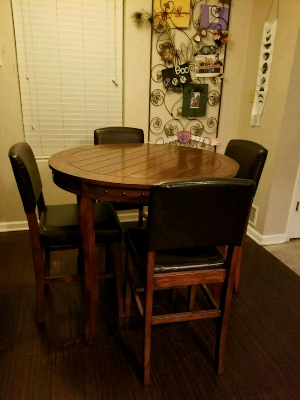 Used Pub Table And 4 Chairs Barstools Bar Counter For In Merrillville Letgo