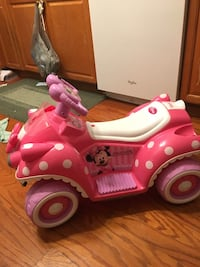 Children's white and pink minnie mouse ride-on toy car West Liberty, 43357