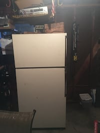 white top-mount refrigerator Plymouth, 48170
