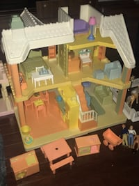 Vintage loving family doll house with accessories and some dolls