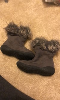 Size 5 grey boots with fur