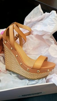Size 6 wedges Springfield, 01103