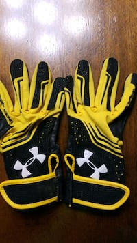 Youth football gloves  Clinton, 20735