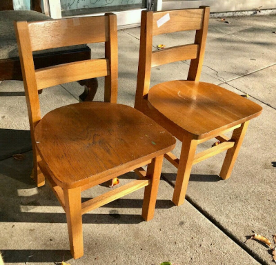Begagnad #23856 Pair of Vintage Oak Childrens Chairs till salu i Oakland - letgo : childrens chairs - lorbestier.org
