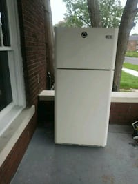 white top-mount refrigerator Roseville, 48066